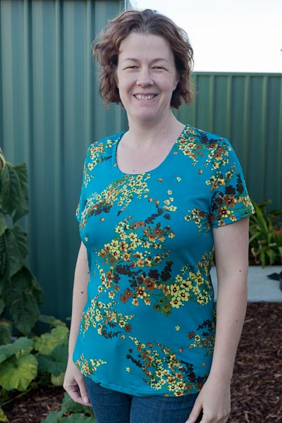 Bright blue silky knit t-shirt - Burda 3197